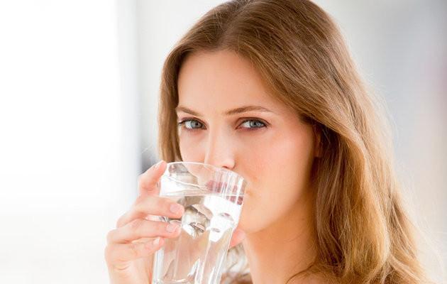Khi ngủ dậy nên uống nước ion kiềm-nước điện giải