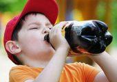 Trẻ em đang bị đầu độc mỗi ngày bằng nước ngọt !!!