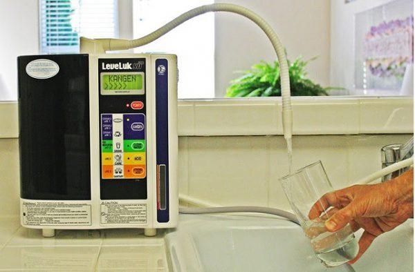 lấy nước từ máy Kangen leveluk sd501