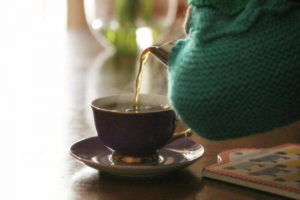 tách trà pha bằng nước ion kiềm